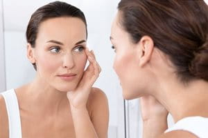 Apply a moisturising cream for eczema on the face regularly