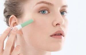 Nanesite korektor pre ili posle šminkanja